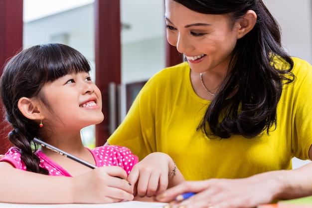 Chinese mother homeschooling her child Premium Photo