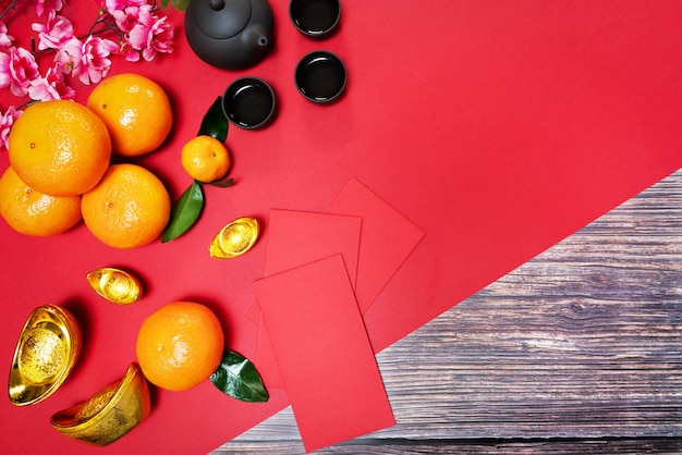 Chinese new year offering red envelope orange and chinese tea pot, translation of text appear in image: prosperity, rich and healthy Premium Photo