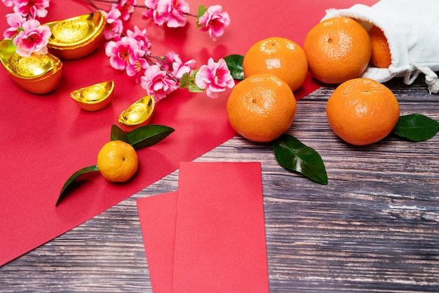 Chinese new year orange and offering red envelope, translation of text appear in image: prosperity, rich and healthy Premium Photo