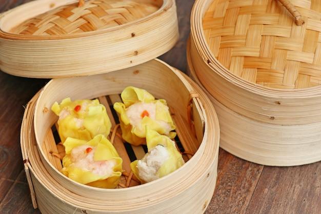 Chinese shrimp steamed dumplings Premium Photo