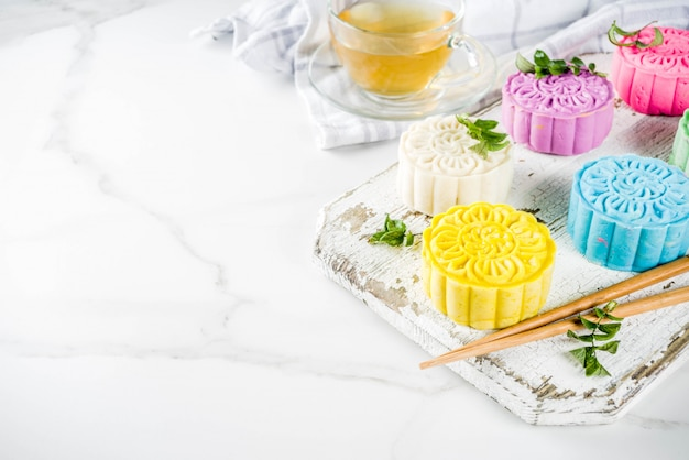Chinese snowskin mooncakes Premium Photo