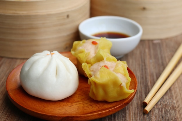 Chinese steamed dumplings and buns Premium Photo