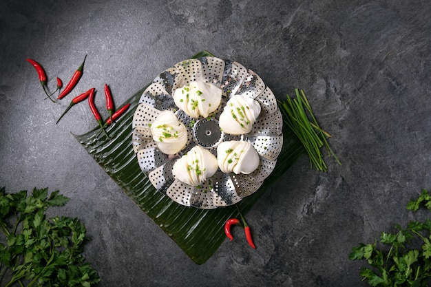 Chinese style dumplings with chives Premium Photo