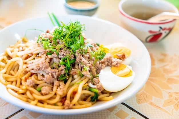 中国雲南麺スタイル Premium写真