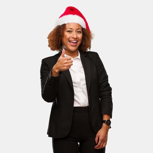 若い、ビジネス、黒、女、chirstmas、santa、帽子、笑顔 Premium写真