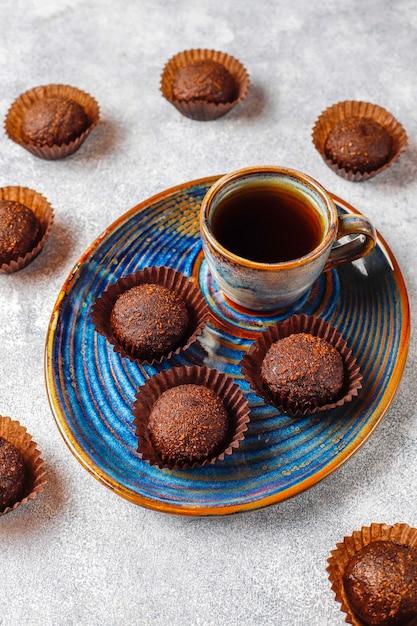 Шоколадные шарики с какао-порошком. Бесплатные Фотографии