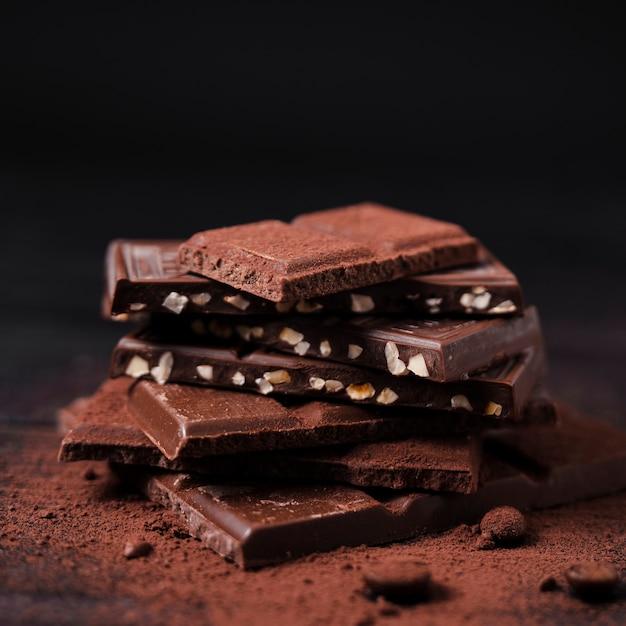 ココアパウダーでチョコレートバータワー 無料写真