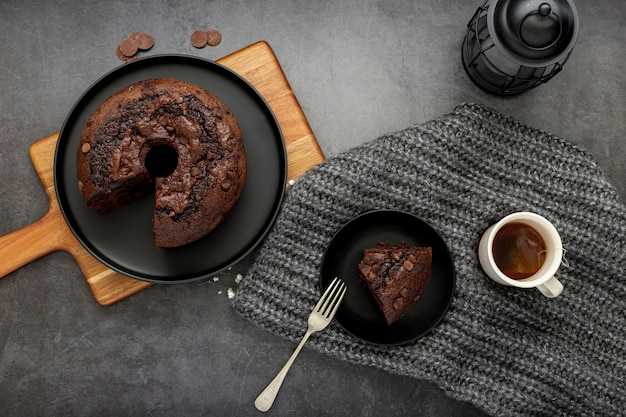 Chocolate cake and a slice of cake  with a cup of coffee Free Photo