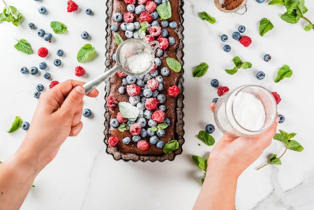 Chocolate cake tart with chocolate cream and fresh summer berries Premium Photo