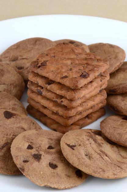 プレートのチョコレートチップクッキー Premium写真