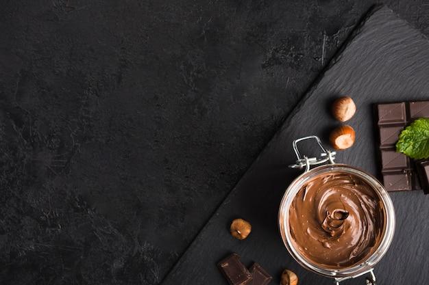 Шоколадный крем Premium Фотографии