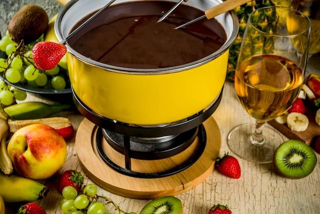 How to Choose a Fondue Pot
