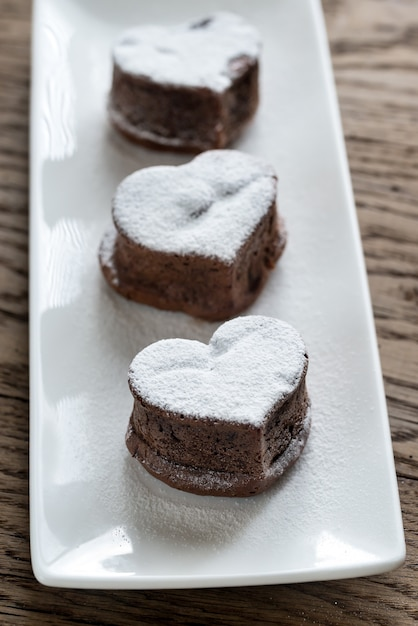 Chocolate lava cakes in the shape of heart Premium Photo