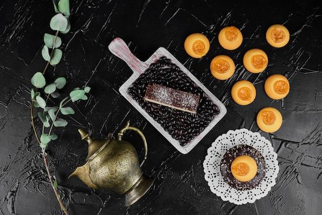 Шоколадные вафли с печеньем с начинкой из конфитюра. Бесплатные Фотографии
