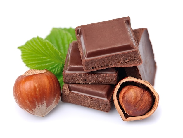 ヘーゼルナッツのクローズアップとチョコレート Premium写真