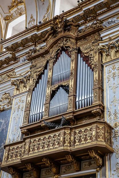 Christian detaill - орган в церкви Premium Фотографии