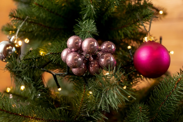 Christmas arrangement with tree and balls Free Photo