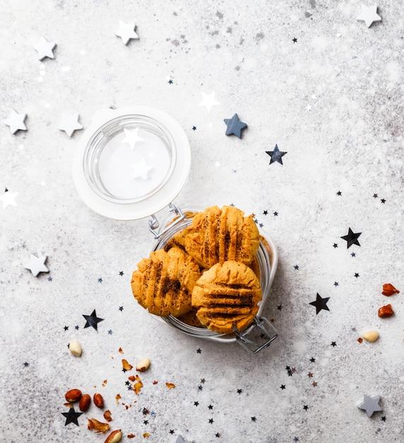 Christmas baked cookies Premium Photo