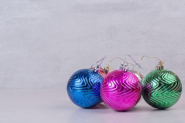 화이트 크리스마스 화려한 공입니다. 무료 사진