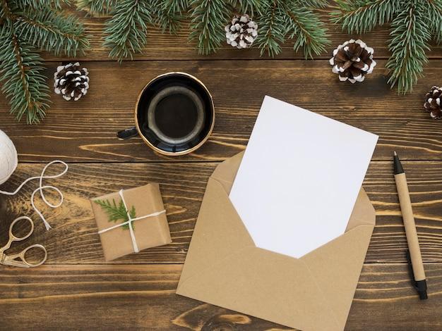 Рождественская концепция на деревянном столе с копией пространства Premium Фотографии