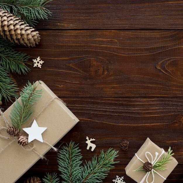 Рождественская концепция на деревянном столе с копией пространства Бесплатные Фотографии