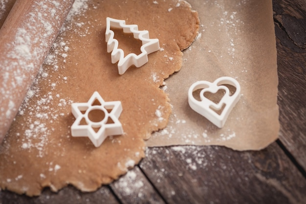 クリスマスクッキーはほぼ準備ができています 無料写真