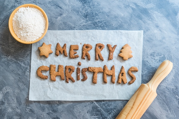 Christmas cookies with the letters merry christmas 2021 Premium Photo