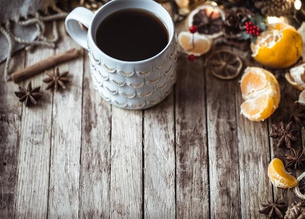 お茶のクリスマス居心地の良いカップ 無料写真