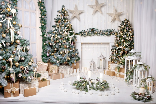 Christmas decor. christmas tree decorations and holiday homes. Premium Photo