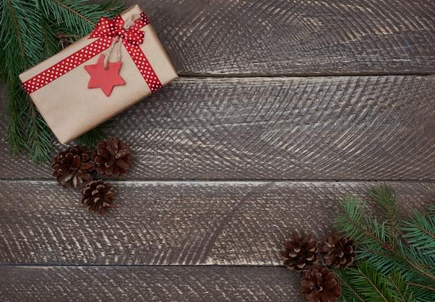 Новогоднее украшение на старой деревянной доске Бесплатные Фотографии