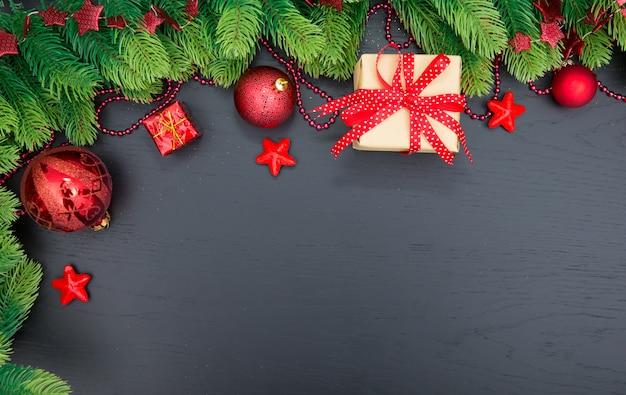 Новогоднее украшение на темной поверхности Premium Фотографии