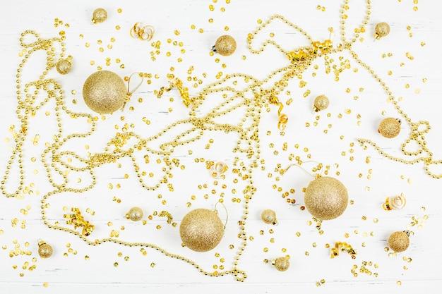 Christmas decorative golden toy balls pattern Premium Photo