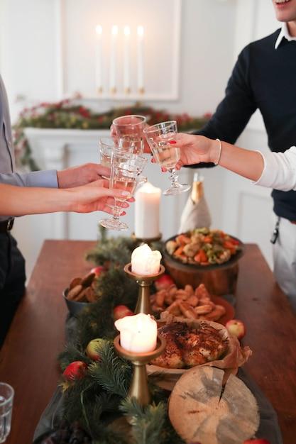 家族とのクリスマスディナー 無料写真