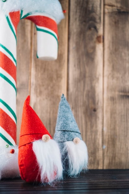 Christmas elves with big candy cane Free Photo
