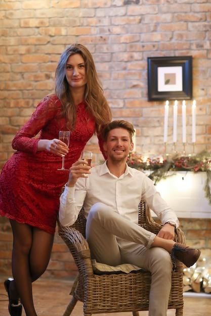 Vigilia di natale, uomo e donna Foto Gratuite
