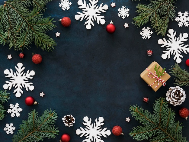 Рождественская еловая ветка с копией пространства Premium Фотографии