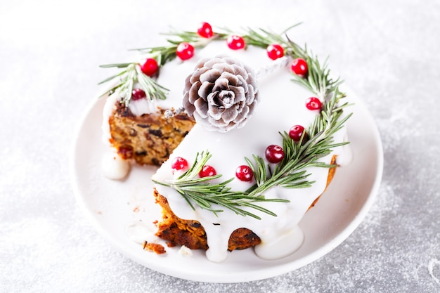 Christmas fruit cake Premium Photo