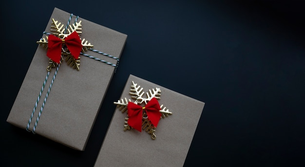 Christmas gift boxes wrapped by brown paper and christmas ornaments Premium Photo