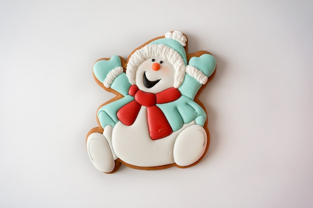 Christmas ginger cookie snowman figurine sugar glazed Premium Photo