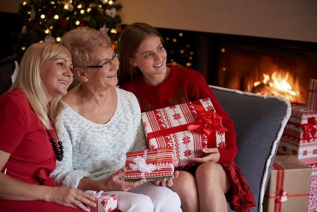 Il natale è sempre un momento magico per la famiglia Foto Gratuite