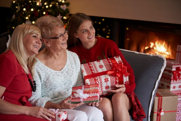 クリスマスはいつも家族にとって魔法の時間です 無料写真