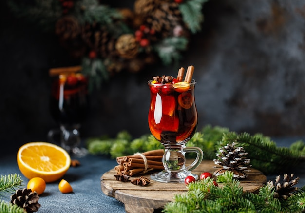 Christmas mulled red wine with spices, cranberry and fruits Premium Photo
