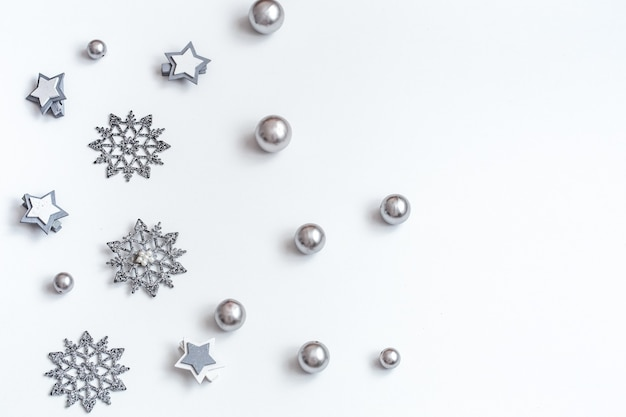 Christmas or new year accessories on white background isometric view. holidays, gifts, pastel colors, background, place for text, flatlay Free Photo