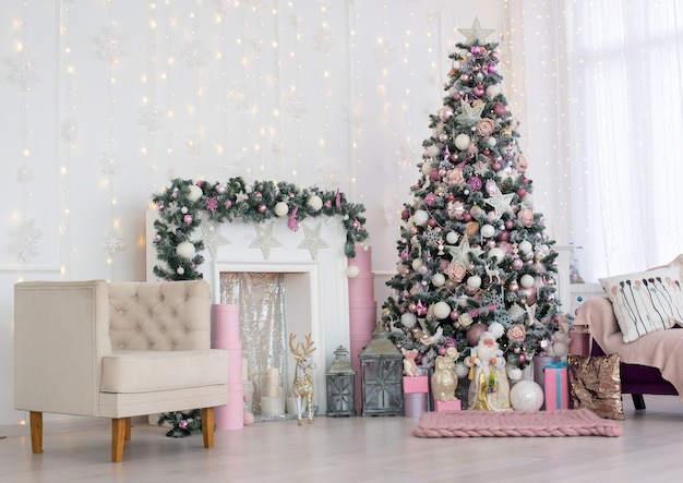 Christmas and new year decorated pink interior room with presents Premium Photo