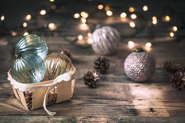 Рождество или новогодний фон, старинные игрушки на елке Бесплатные Фотографии
