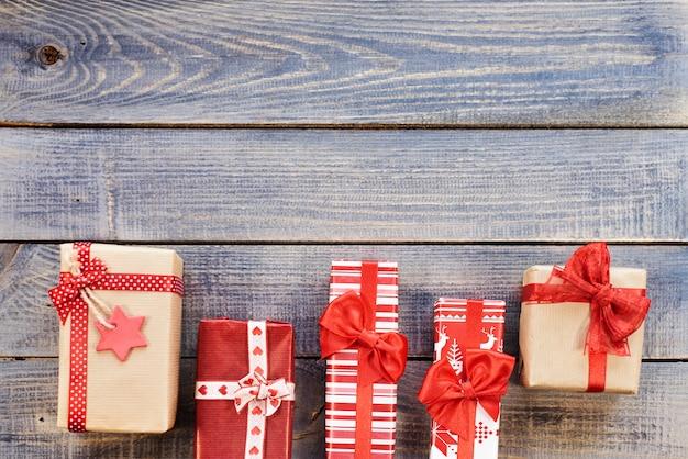 나란히 놓인 크리스마스 선물 무료 사진