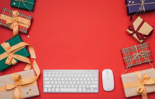 Рождественские подарки с копией пространства и клавиатуры Бесплатные Фотографии