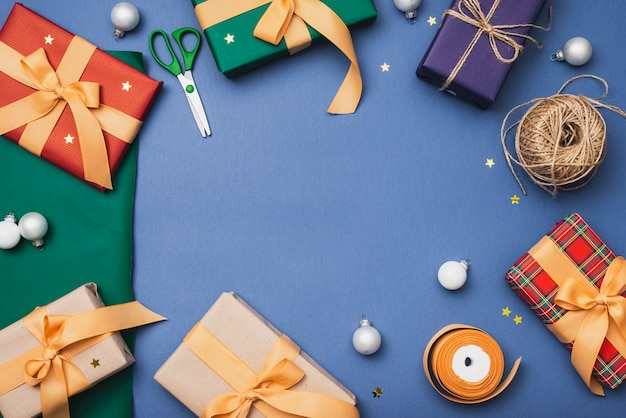 Christmas presents with scissors and string Free Photo