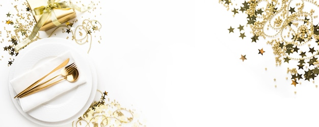 Christmas table setting with golden dishware Premium Photo