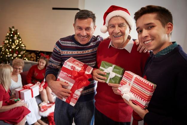 Il periodo natalizio è pieno di amore Foto Gratuite